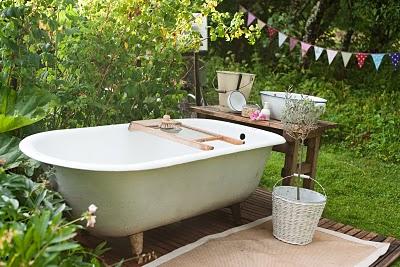 Utespa..badkar i trädgården | lilab14